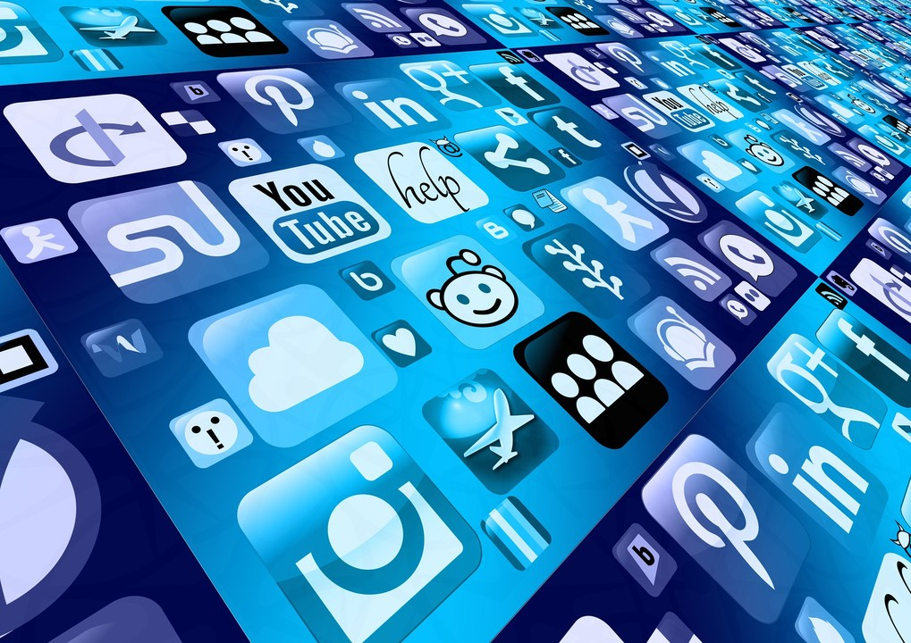 social-media leads4biz reach